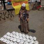 occupy_gezi_protest_scene_selling_anonomys_masks_2013
